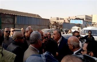 """محافظ القاهرة يصل إلى """"سور مجرى العيون"""" لمتابعة أعمال هدم المدابغ"""