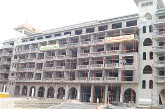وزير قطاع الأعمال  ومحافظ دمياط يشهدان توقيع عقد إدارة فندق اللسان بدمياط