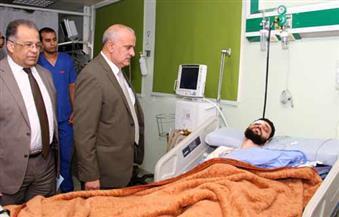 """بالصور.. """"رئيس جامعة طنطا"""" يزور باحث """"التربية الرياضية"""" المصاب في حادث انقلاب"""
