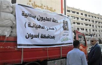 """بالصور.. محافظ أسوان يدشن مبادرة """"مصر الدفيانة"""" لتوزيع 15 ألف بطانية"""