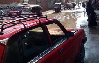 بالصور.. كسر ماسورة مياه يغرق شارع الورش في الزقازيق بالشرقية