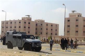 """""""جنح الإسماعيلية"""" تجدد حبس 18 فرد شرطة متهمين في أحداث الهروب من """"سجن المستقبل"""""""
