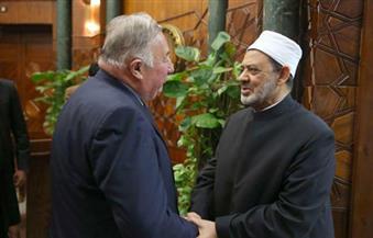 """بالصور.. رئيس """"الشيوخ الفرنسي"""": الإمام الأكبر يقدم صورة حقيقية عن سماحة الإسلام"""