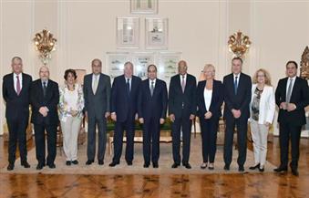 بالصور.. خلال لقائه وفدًا برلمانيًّا منها: السيسي يبحث سبل استثمار فرنسا في السوق المصرية