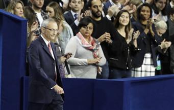 سي إن إن: رئيس حملة كلينتون يتحدث بعد قليل من المقر الانتخابي