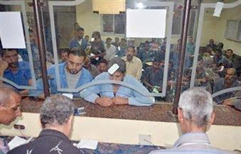 تسليم شيكات الإعانات العاجلة لأصحاب الورش بمدينة رأس غارب