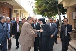 محافظ الدقهلية ومدير الأمن يتوجهان لكنيسة العذراء مريم بالمنصورة لتقديم واجب العزاء
