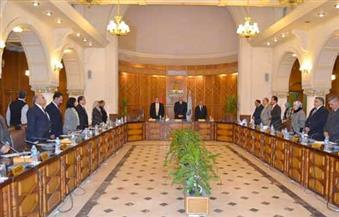 مجلس جامعة الإسكندرية يقف دقيقة حدادًا على ضحايا حادث الكاتدرائية