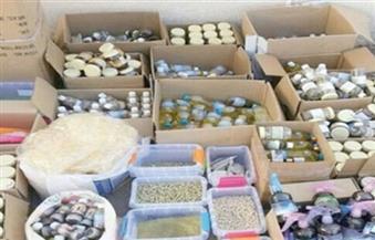 ضبط مستحضرات تجميل وأعشاب مجهولة المصدر في حملة تموينية على أسواق الإسكندرية