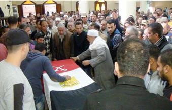 بالصور.. الآلاف من أهالي الإسماعيلية يشيعون جثمان شهيد تفجير سيناء الإرهابي