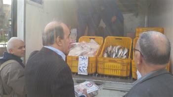 ضبط سيارتين برمسيس تبيع لحومًا وأسماك فاسدة ومجهولة المصدر