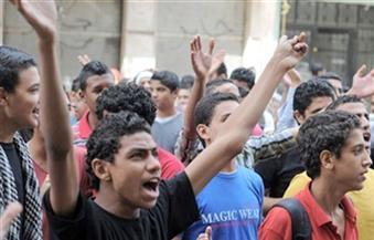 وقفة احتجاجية لطلاب الثانوية العامة المفصولين بمدرسة السيد خالد شرف بدسوق لتجاوزهم نسبة الغياب