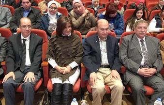 """""""مميش"""" ومحافظ الإسماعيلية يرافقان وزيرة الهجرة وعلماء """"مصر تستطيع"""" فى جولة بقناة السويس"""