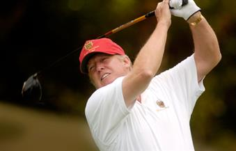 """ترامب يلعب الجولف في مباراة ما قبل """"البيت الأبيض"""".. وتوقعات بأن يكون أفضل لاعب بين رؤساء أمريكا"""