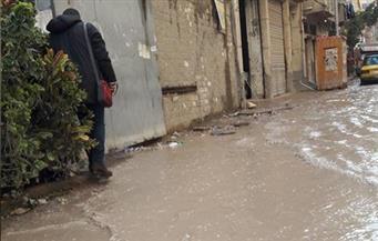 شارع مسجد الصالحين بالإسكندرية يغرق في مياه الأمطار