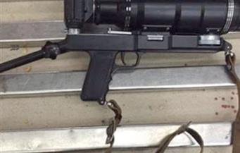 ضبط سلاح ناري بالمطار على شكل كاميرا يستخدم في الاغتيالات