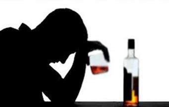 روسيا: توجيه اتهامات لسبعة أشخاص على خلفية بيع كحول سام أدى لوفاة العشرات