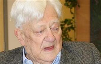 """وفاة ريتشارد أدامز مؤلف رواية """"ووترشيب داون"""" عن 96 عامًا"""