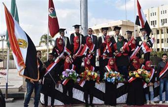 بالصور .. محافظ الفيوم يشهد تكريم 514  في احتفالية عيد العلم التاسع بالجامعة