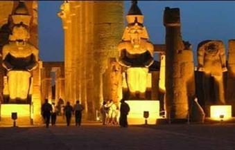 """نواب المصريين الأحرار ينهون إضراب عمال """"الصوت والضوء"""" بأسوان"""
