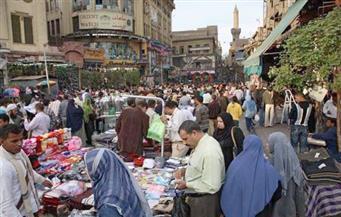 حفاظا علي أرواح المواطنين.. الداخلية تشن حملة لرفع إشغالات الباعة الجائلين بسوق العتبة
