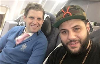 """""""مسلم أمريكي ملتحي"""" تجمعه الصدفة بنجل ترامب على متن طائرة.. فماذا حدث بينهما؟"""