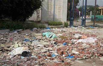 إحالة مديري مدرستين بمركز إسنا بالأقصر للتحقيق بسبب انتشار القمامة