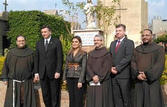 بالصور.. الرئيس السلوفيني يزور مقابر اللاتينيين بمصر القديمة برفقة وزيرة التعاون الدولي