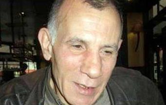وصول جثمان الشاعر حسن عقل من باريس
