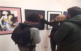 """بالصور من لندن.. إقبال على اللوحات المصرية في """"بريك لان جاليري"""".. وعزف منفرد لـ""""الرجل والجيتار"""""""