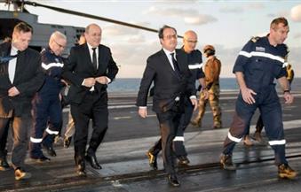 فرنسوا أولاند يزور حاملة الطائرات الفرنسية شارل ديجول في المتوسط