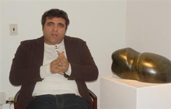 النحات عصام درويش: أنحت تمثالا للفنان محمود ياسين لوضعه في محافظة بورسعيد