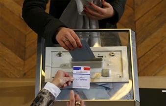 الناخبون الفرنسيون يعودون للانتخابات البلدية المؤجلة بالكمامات