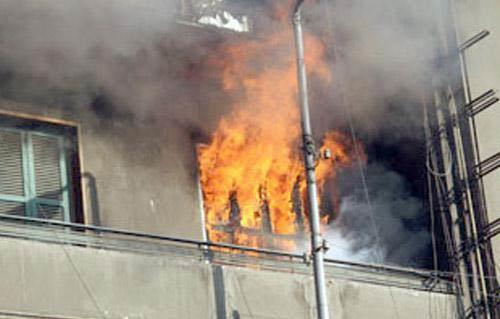 انتداب المعمل الجنائي لمعاينة حريق شقتين بحلوان
