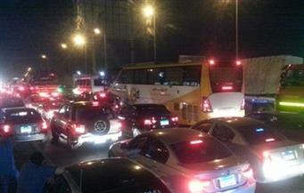 كثافات مرورية أعلي الطريق الدائري باتجاه المعادي بعد تصادم 4 سيارات