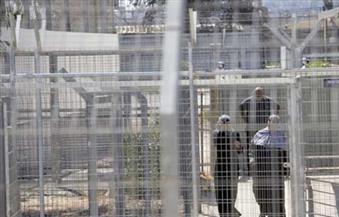 وحدات القمع الإسرائيلية تقتحم غرف الأسرى الفلسطينيين بسجني «ريمون وجلبوع»