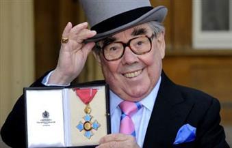 وفاة الممثل الكوميدي البريطاني روني كوربت عن عمر 85 عامًا