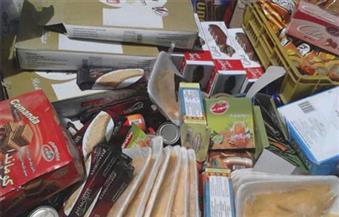 ضبط 20 طن مواد غذائية مجهولة المصدر داخل مخزن بالجمالية