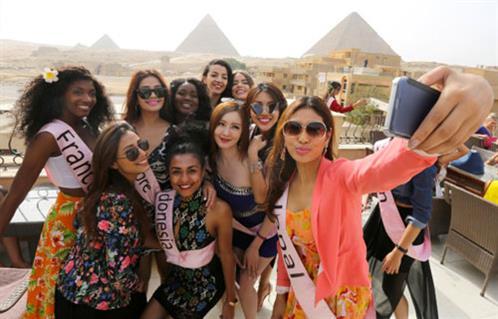 نتيجة بحث الصور عن ملكات الجمال في البانوراما بالاهرامات