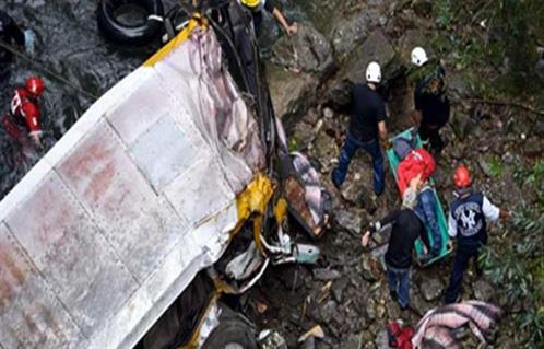 مصرع 25 فنانًا وإصابة 11 آخرين إثر سقوط حافلتهم في وادٍ بالهند 2016-635965334302962721-296_main