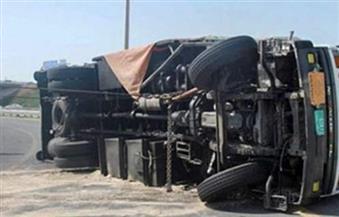 انقلاب سيارة نصف نقل بمحور النصر دون إصابات