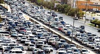 كثافات مرورية بعدة مناطق بالقاهرة.. وجهود لتسيير الحركة
