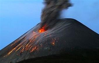 إجلاء أكثر من 11 ألف شخص وسط مخاوف من ثورة بركان بإندونيسيا