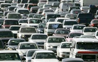 كثافات مرورية عالية بالتجمع الخامس بسبب تعطل سيارة نقل