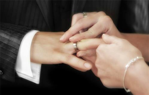 وزارة العدل: لا صحة لزيادة رسوم الزواج -