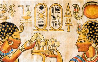 دراسة: قدماء المصريين عبروا عن الحب بالشعر والهدايا والزهور