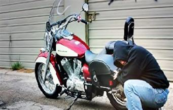 ضبط سائق حاول سرقة دراجة بخارية يملكها أمين شرطة بسوهاج