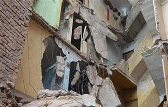 انهيار جزئي بعقار بحارة موفق الحكيم في حي الخليفة