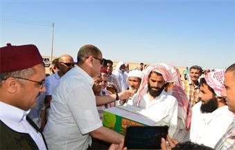 بالصور.. توزيع 11 طن دقيق و220 كرتونة رمضان و220 بطانية على أهالي مدينة السلوم