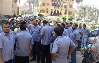 بالصور.. إضراب أفراد الأمن بمستشفى الجامعة بشبين الكوم في المنوفية